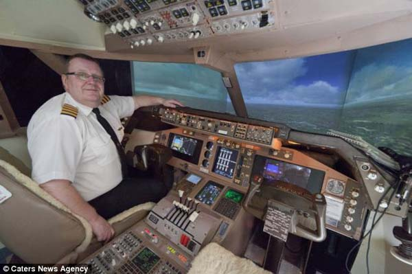 14095579129338 cockpit Forced to give up his dream of being a pilot, this man builds a life sized Boeing simulator in his house!