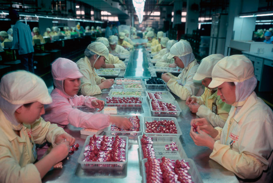 14095617302550 chinese factory workers toys 12 A pack of headless bodies? These images do a great job of stirring the ignorant souls