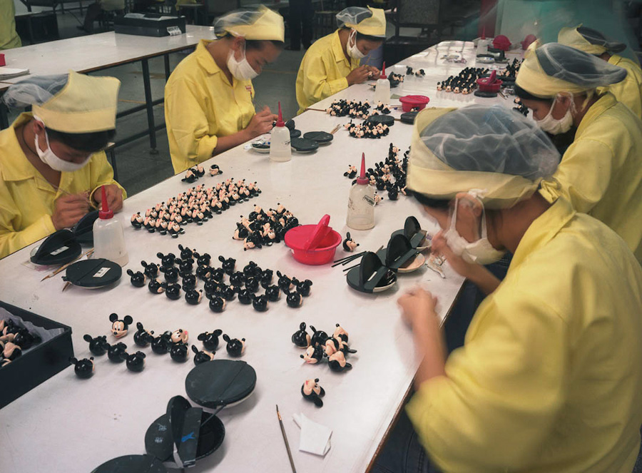 14095617314342 chinese factory workers toys 19 A pack of headless bodies? These images do a great job of stirring the ignorant souls