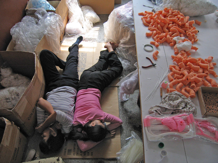 14095617315214 chinese factory workers toys 17 A pack of headless bodies? These images do a great job of stirring the ignorant souls